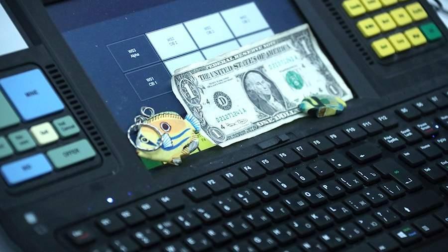 Клавиатура и купюра 1 доллар