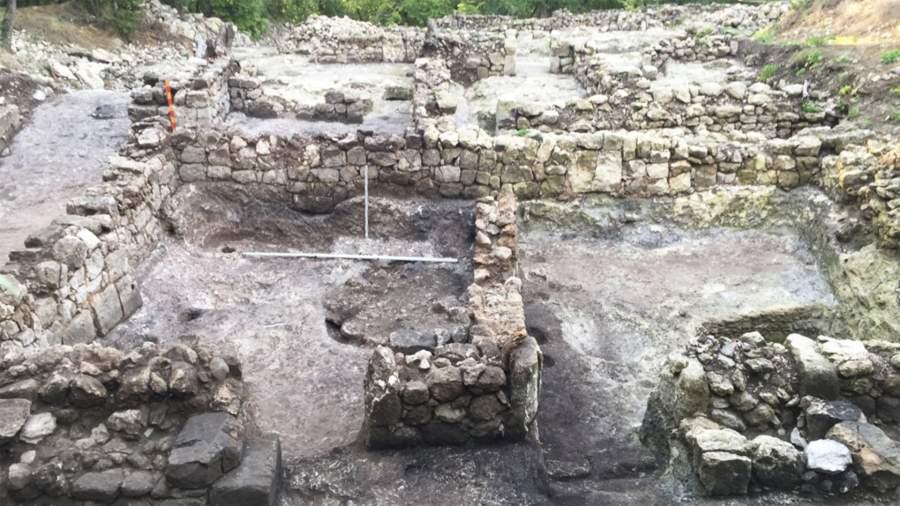 Сохранившиеся стены усадьбы