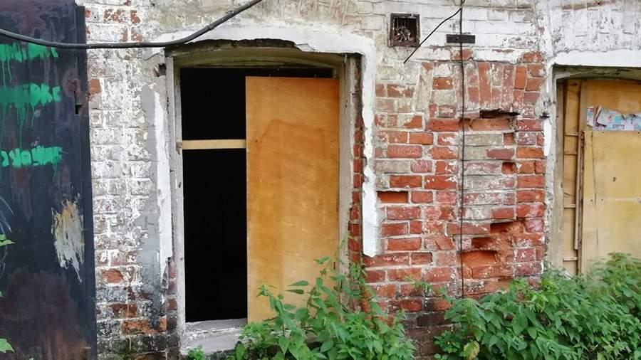 заколоченные окна в доме