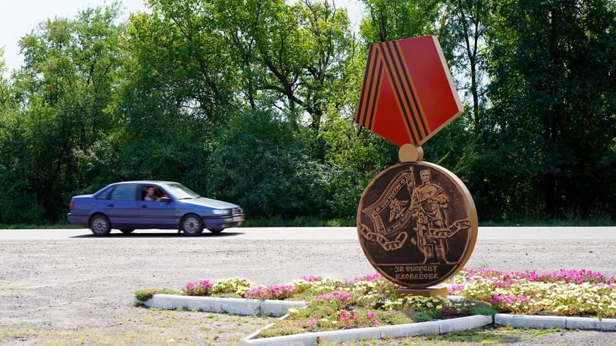 Памятный знак «Медаль» на въезде в Иловайск, год назад диверсанты совершили подрыв памятника