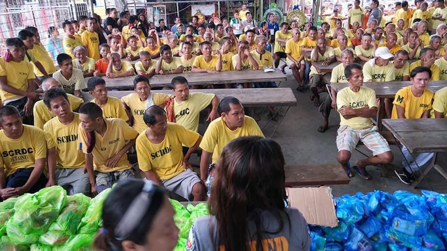 Заключенные в тюрьме наФилиппинах