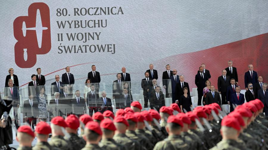 Официальные лица на церемонии, посвященной годовщине начала Второй мировой войны в Варшаве