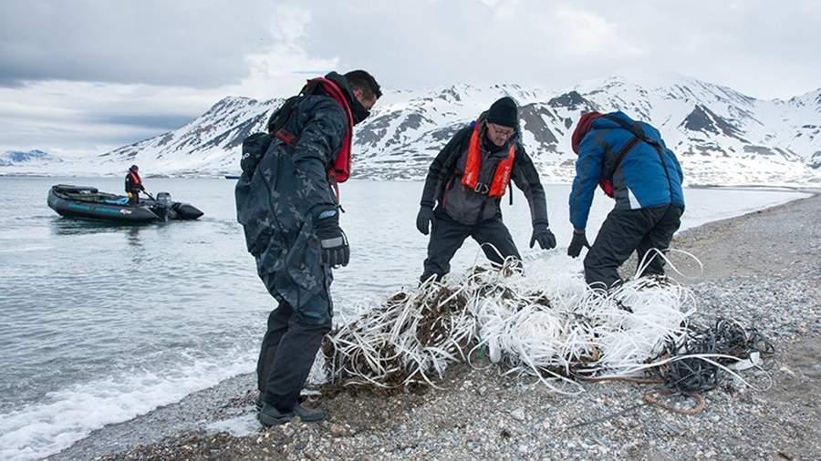 Сбор пластикового мусора в Арктике