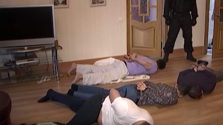 Момент задержания подозреваемых в вымогательстве сотрудников НПФ