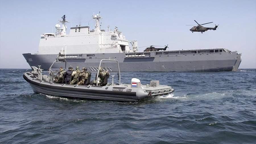 Десантный корабль ВМС Нидерландов «Роттердам»