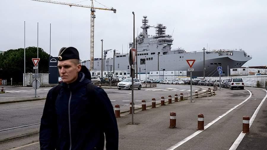 Десантный вертолетоносный корабль типа «Мистраль» на судостроительном заводе в городе Сен-Назер. 2014 год