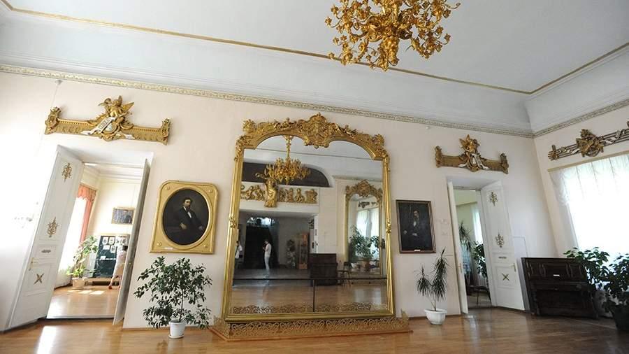 Экспонаты в краеведческом музее Нерчинска, располагающемся во дворце купцов Бутиных