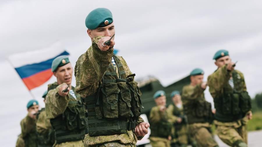 Показательные выступления военнослужащих 98-й дивизии ВДВ