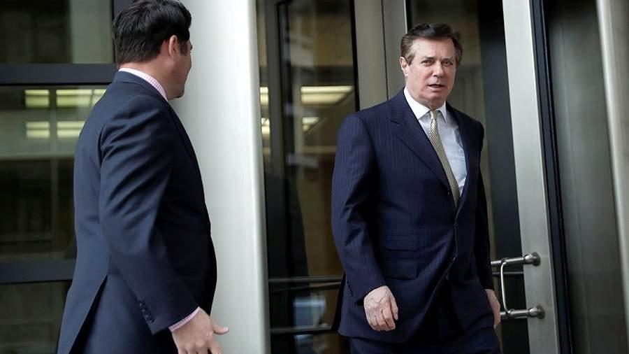 Бывший руководитель избирательной кампании кандидата в президенты США Дональда Трампа Пол Манафорт выходит из здания суда в Вашингтоне. 19 апреля 2018 года
