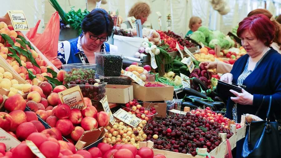 С 1 октября ставки НДС на фрукты и ягоды снижается с 20 до 10% — такие поправки Госдума приняла после поручения президента Владимира Путина, которого о льготах попросили садоводческие хозяйства