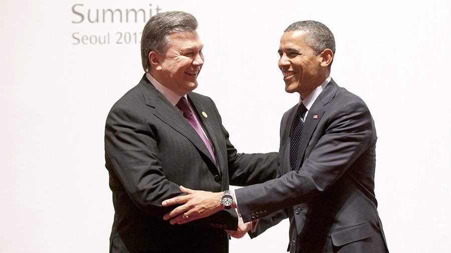 Бывший президент Украины Виктор Янукович и бывший президент США Барак Обама во время встречи в рамках саммита по ядерной безопасности в Сеуле. 27 марта 2012 года