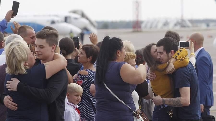 """Украина и Россия провели обмен удерживаемыми лицами по формуле """"35 на 35"""""""