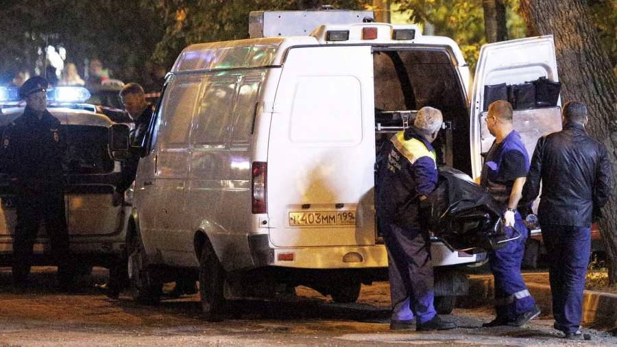 Полицейский, подозреваемый в получении взятки, открыл огонь по сотрудникам МВД около метро «Рязанский проспект»в Москве во время операции по его задержанию. Один сотрудник полиции убит, второй получил ранение
