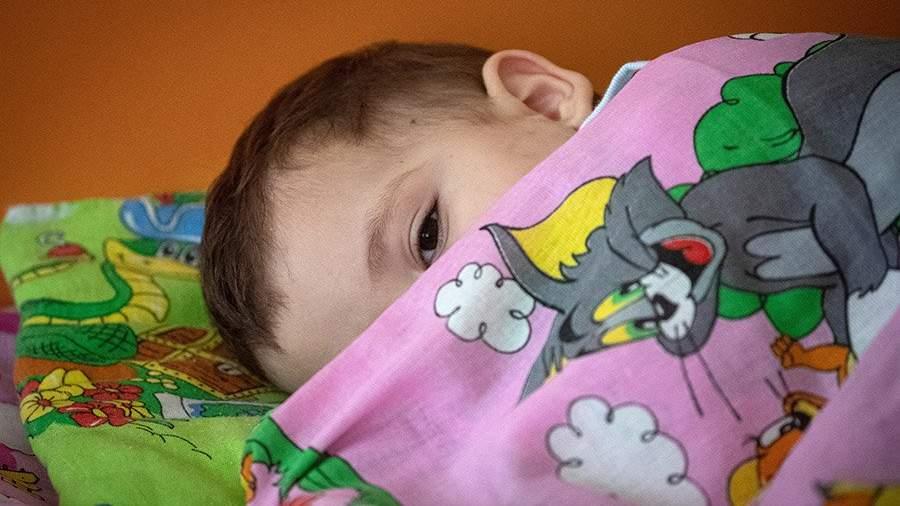 ребенок спит в детском саду