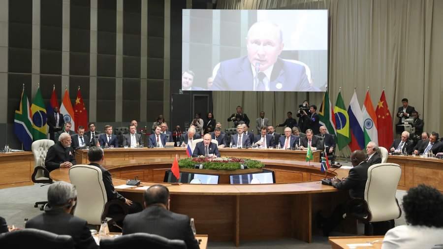 Президент РФ Владимир Путин во время встречи лидеров БРИКС в расширенном составе
