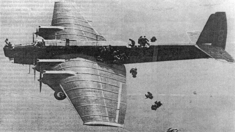 Десантирование с бомбардировщика ТБ-3