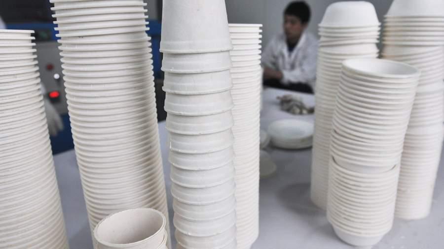 Одноразовая посуда, сделанная из кукурузного крахмала