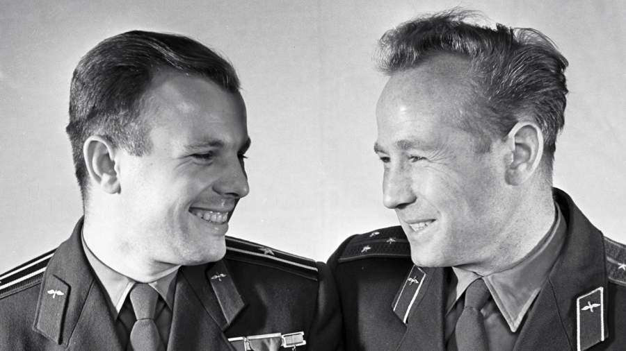 Юрий Гагарин и Алексей Леонов