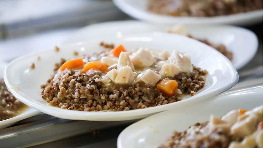школа столовая гречка и морковка с мясом