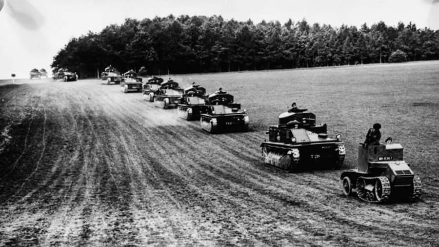 Танкетка Мартеля возглавляет бригаду из средних танковMk.II