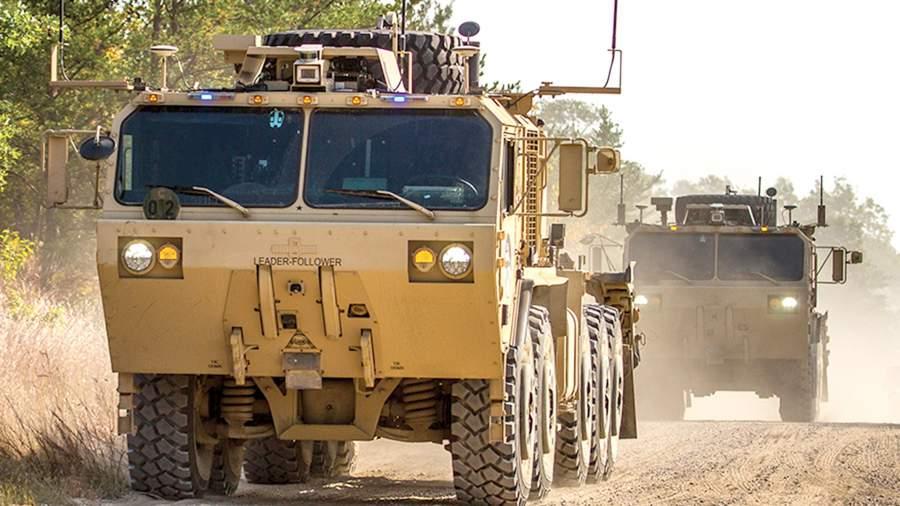 Колонна автоматизированных грузовиков Oshkosh на испытаниях