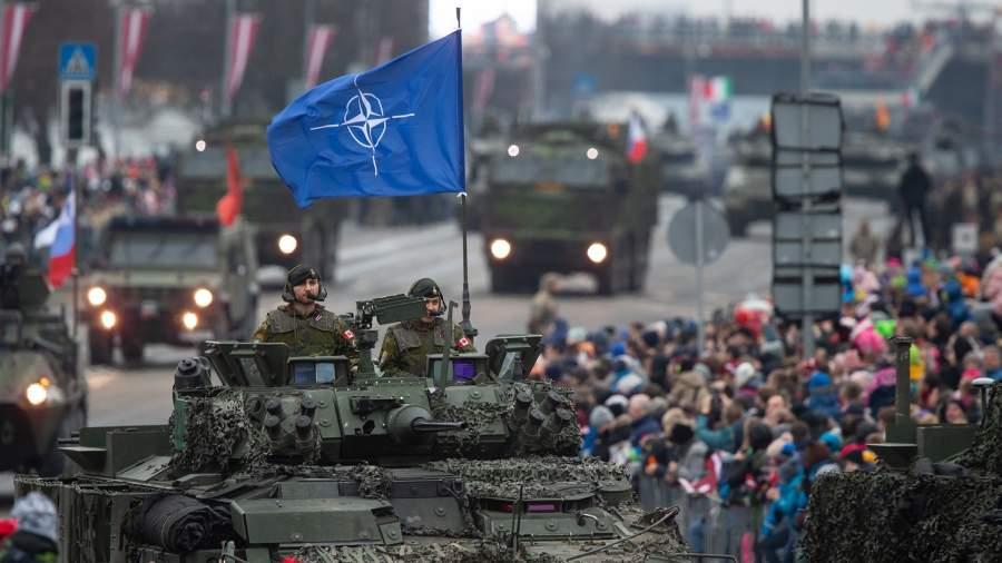 Военный парад в честь 101-летия провозглашения Латвийской Республики