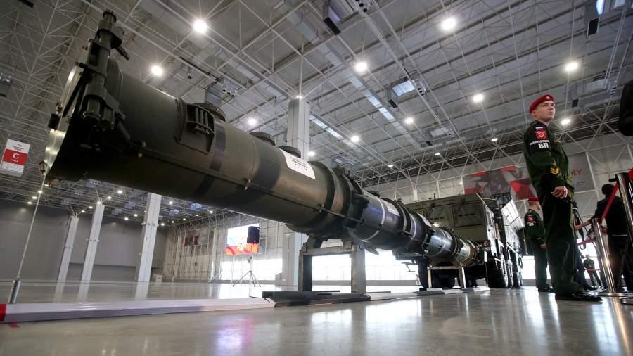 """Транспортно-пусковой контейнер с крылатой ракетой 9М729 ракетного комплекса """"Искандер-М"""""""