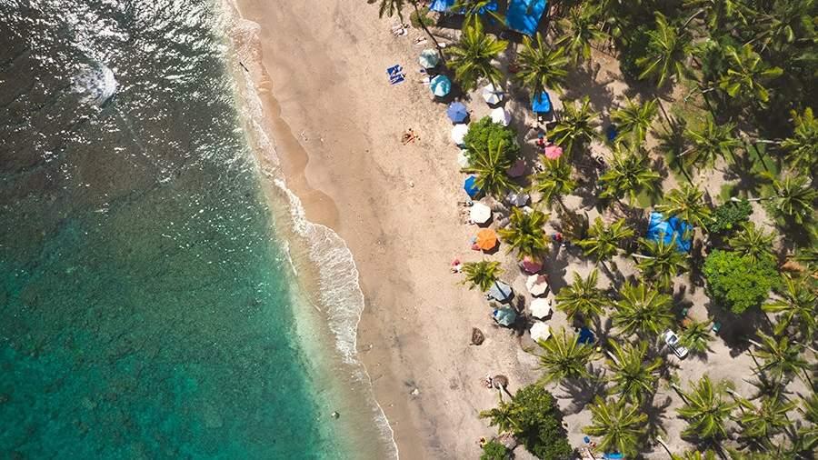 Пляж на курортеНуса-Пенида в Индонезии