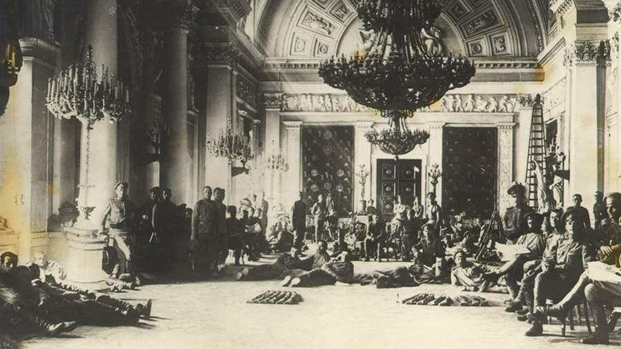 Зимний дворец в 1917 году