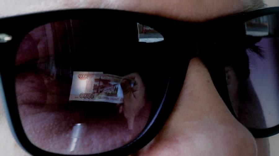 купюра отражение в очках