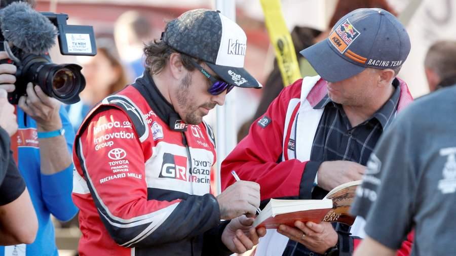 Фернандо Алонсо из Toyota Gazoo Racingпосле завершения второго этапа ралли «Дакар-2020», Саудовская Аравия