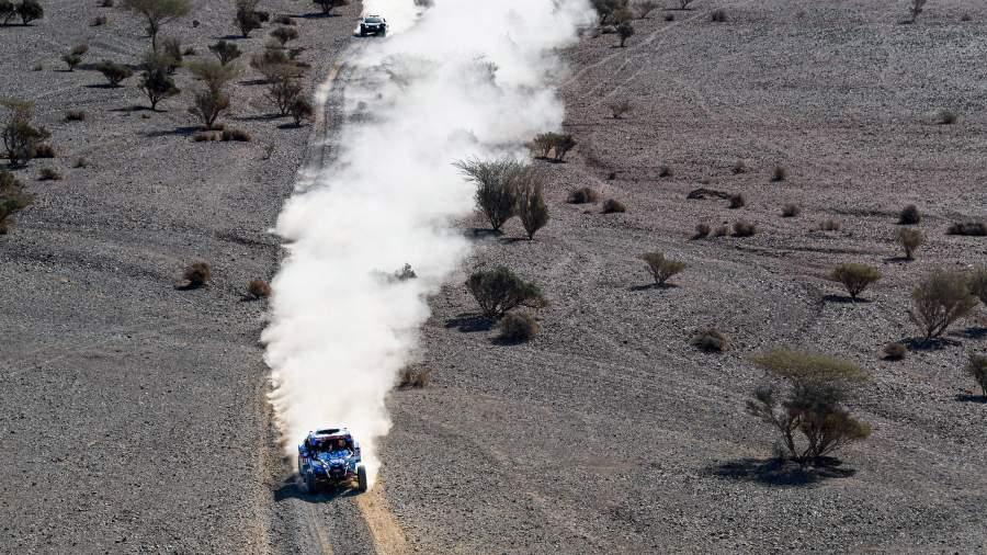 Экипаж Сергея Карякина во время гонкина ралли «Дакар-2020»