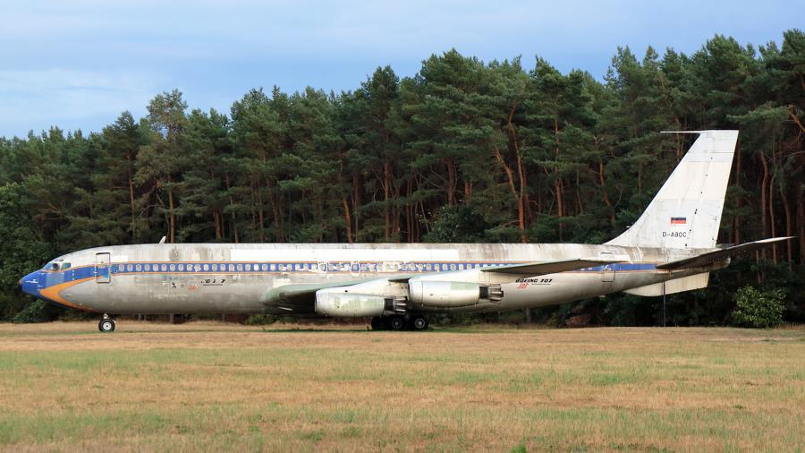 Boeing 707 в аэропорту Тегель