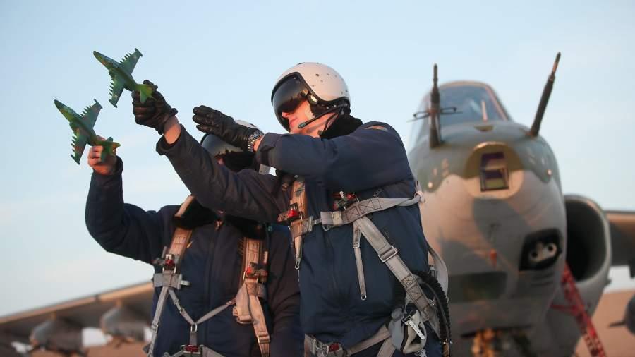 пилоты Су-25 в время разбора полета