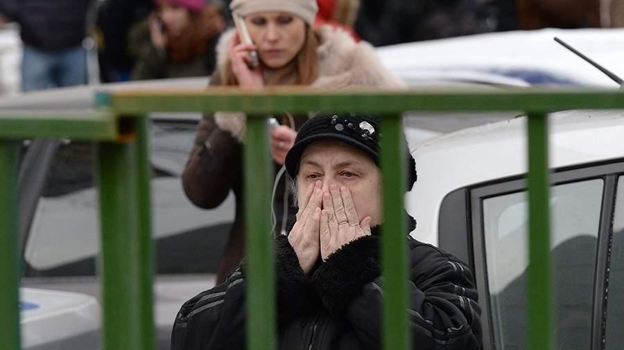 Родители учеников московской школы № 263, куда проник вооруженный старшеклассник Сергей Г.– учащийся школы. 3 февраля 2014 года