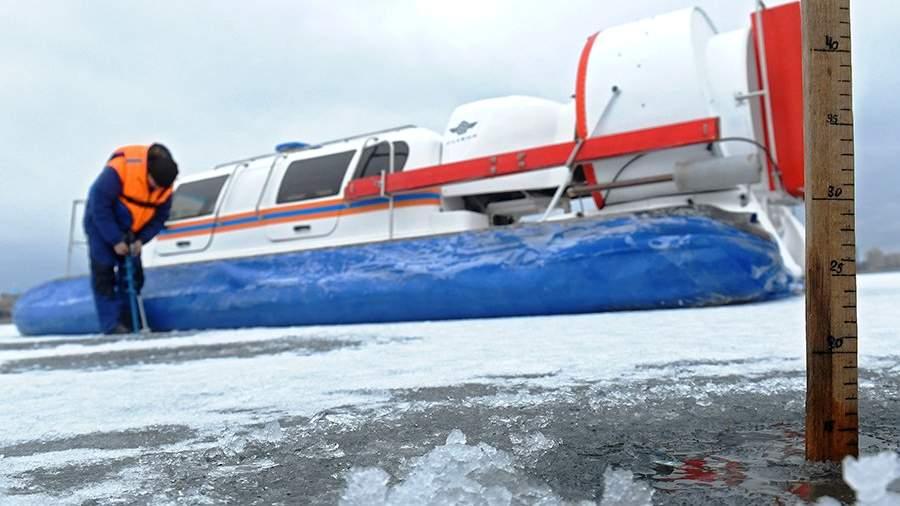 Сотрудники государственной инспекции по маломерным судам МЧС России проводят мониторинг ледовой обстановки в связи с оттепелью