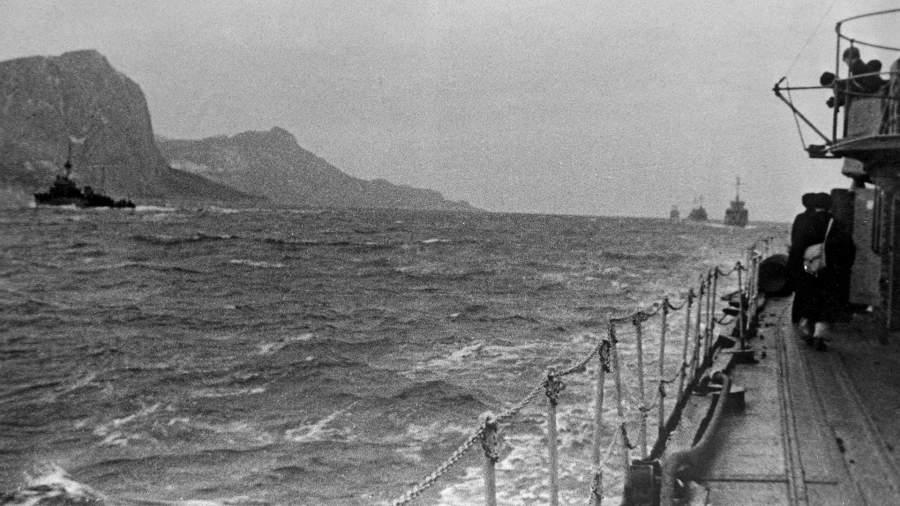 Корабли Черноморского флота во времявстречи кораблей США и Великобритании в ходе Ялтинской конференции, 1945 год