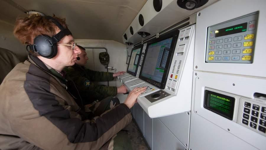 Работа операторов зенитно-ракетного комплекса «Панцирь-С»