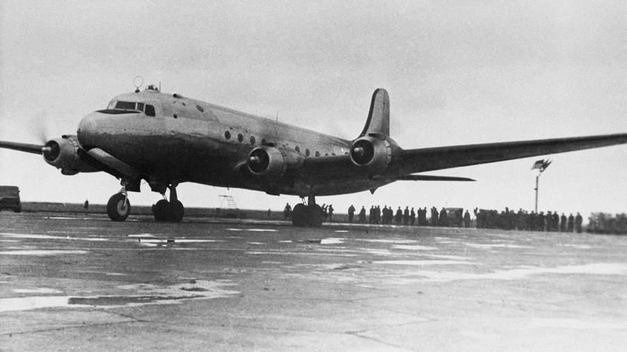 Самолет с руководителями и сотрудниками Ялтинской конференции