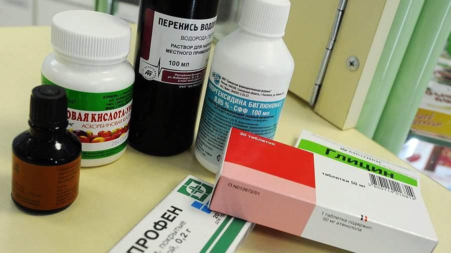 Лекарства на прилавке аптеки