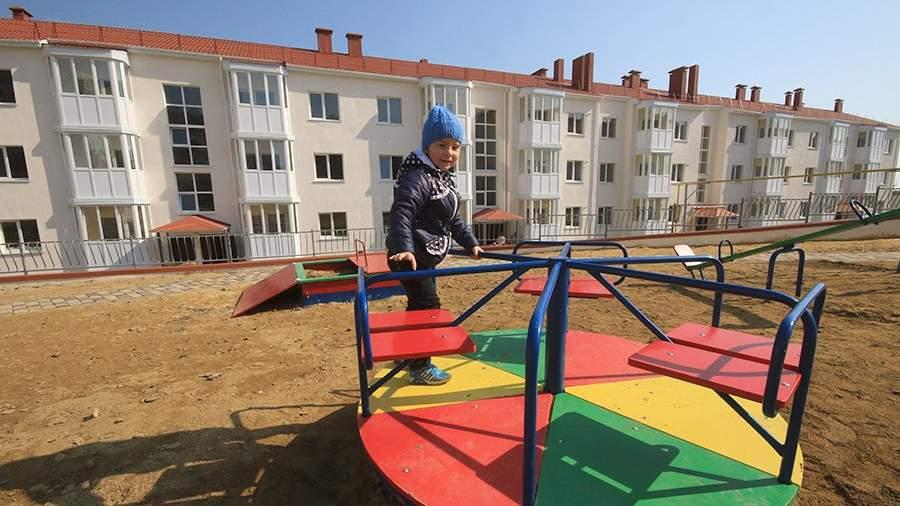 Детская площадка у нового жилого дома