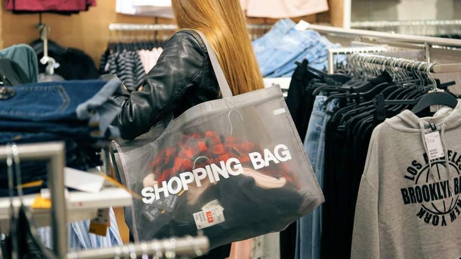 Штаны долой: зачем молодежь Европы отказывается от покупки одежды