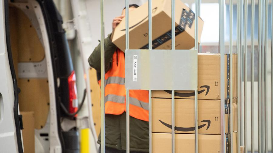 Работа службы доставки Amazon