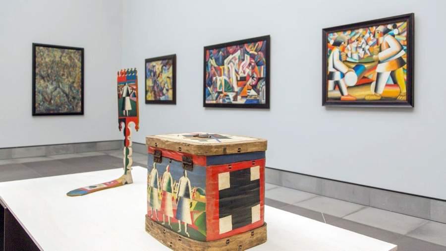 Экспонаты выставки Топоровского
