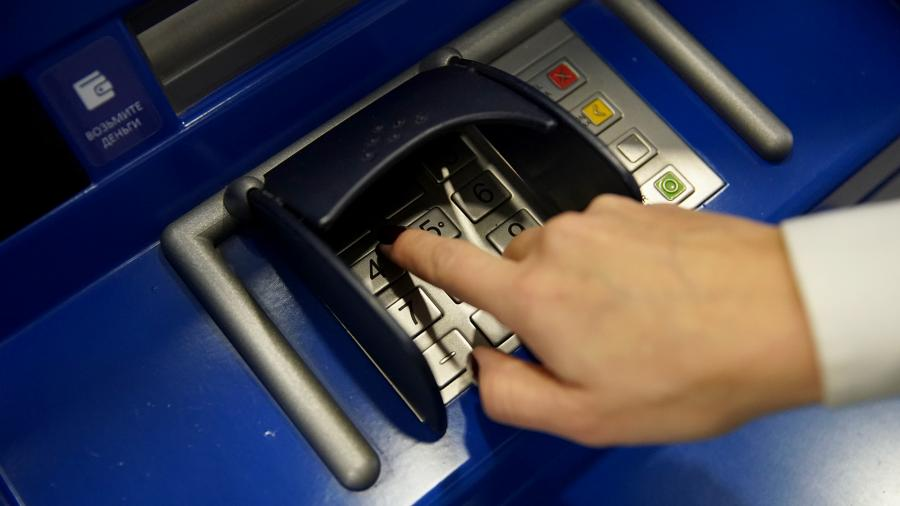 перевод банкомат рука оплата
