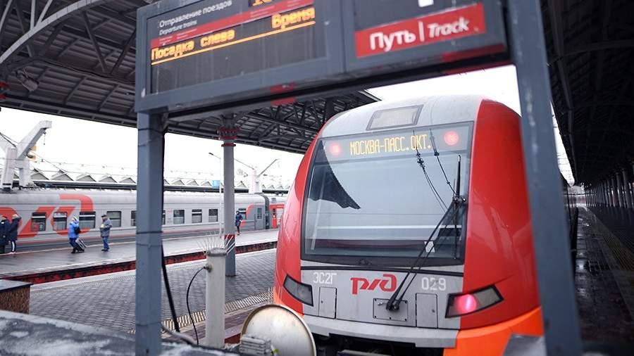 Электропоезд «Ласточка» на Ленинградском вокзале города Москвы