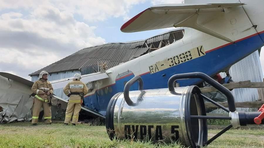 Самолет Ан-2, упавший на частный дом в станице Новощедринской Шелковского района Чечни. 16 июля 2019 года