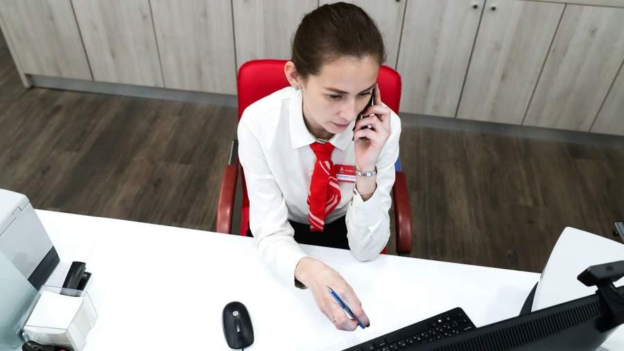 Работник офиса Альфа-Банка