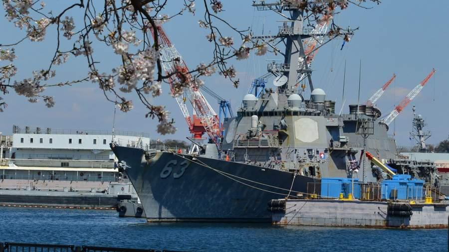 Американский ракетный эсминец в Японии