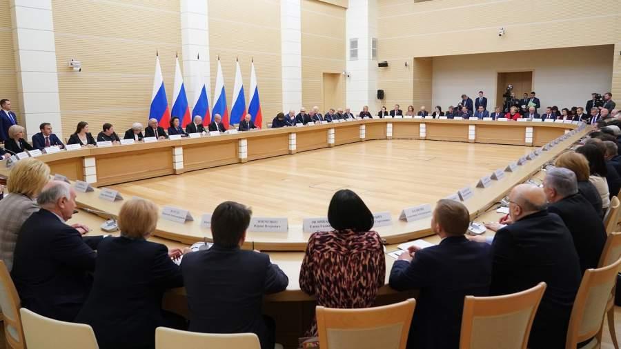 Президент РФ Владимир Путин проводит встречу с рабочей группой по подготовке предложений о внесении поправок в Конституцию Российской Федерации.13 февраля 2020 года